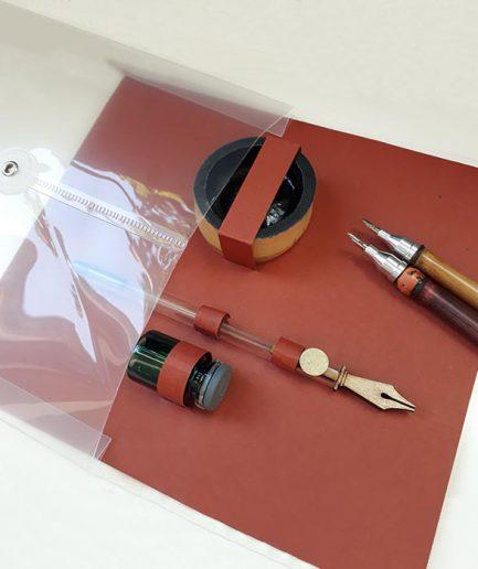 Tintero de bambú y tintas propias.